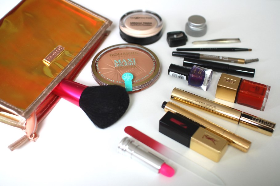 TESSTED SUMMER BEAUTY BAG